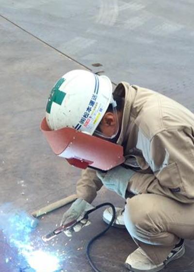 敷鉄板 軟弱地盤の現場をサポートする敷鉄板の運搬、設置をいたします。